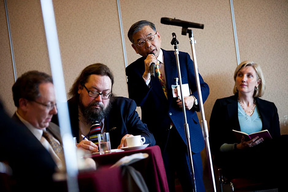 A member of the Japan National Press Club poses a question to Faust.  Stephanie Mitchell/Harvard Staff Photographer