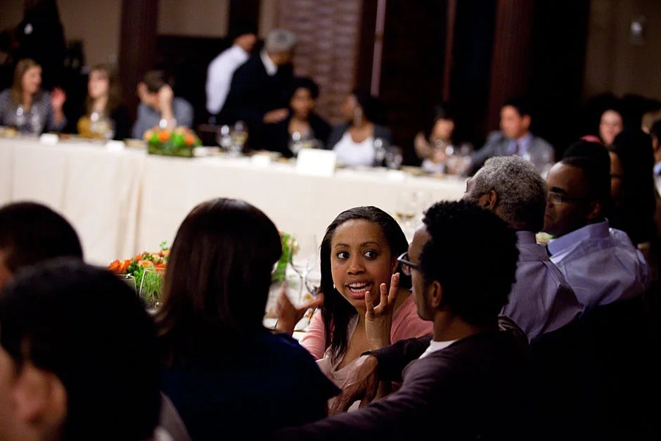 """Harvard Law School student Brittany Brewer (center) speaks to """"The Wire"""" star Andre Royo. Stephanie Mitchell/Harvard Staff Photographer"""