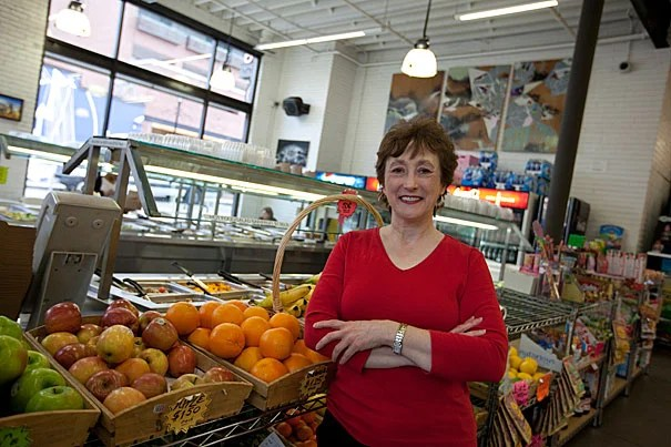 As one of only two full-time clinical dietitians at Harvard University Health Services, Michelle Gallant counsels clients with eating disorders, advises patients with diabetes or high cholesterol on their food choices, and educates everyone from bewildered freshmen to busy graduate students to new parents on how to manage meals.