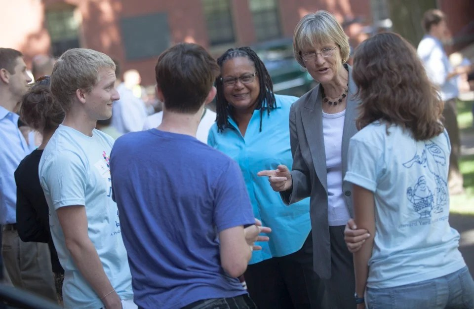 Michael Caldwell `23 (far left), Harvard College Dean Evelynn M. Hammonds, Harvaard President Drew Faust, and Maria Dieci `13 chat in a smaller group before welcoming Class of `16 newcomers.