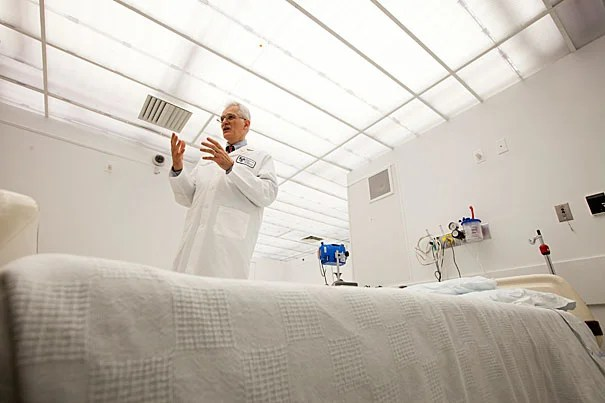 Charles Czeisler, Baldino Professor of Sleep Medicine at Harvard Medical School, began investigating sleep while working on his senior thesis as an undergraduate at Harvard in the 1970s. More recently, he has focused on the medical industry and the long shifts routinely asked of physicians and trainees.