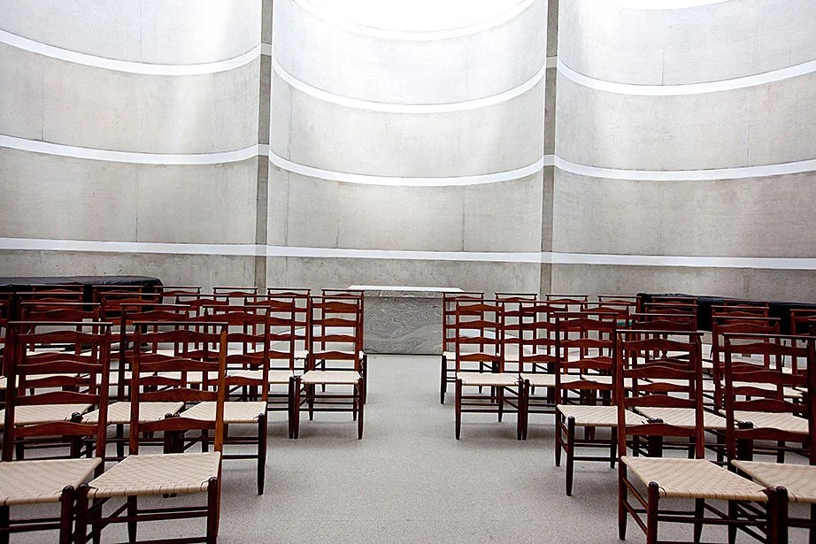Twenty-seven-foot-high rounded concrete walls encase the sanctuary, which is used for nondenominational services, ceremonies, and concerts.