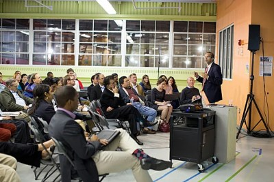 In a talk at the Ed Portal, Jorge Paulo Lemann Professor at Harvard Business School and South Asia Institute Director Tarun Khanna said that thinking globally opens up whole new ways to approach problems — if the entrepreneur has the vision to recognize them.