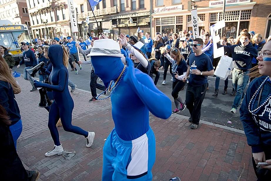 Lowell House revelers cross Massachusetts Avenue heading for Harvard Yard. Rose Lincoln/Harvard Staff Photographer