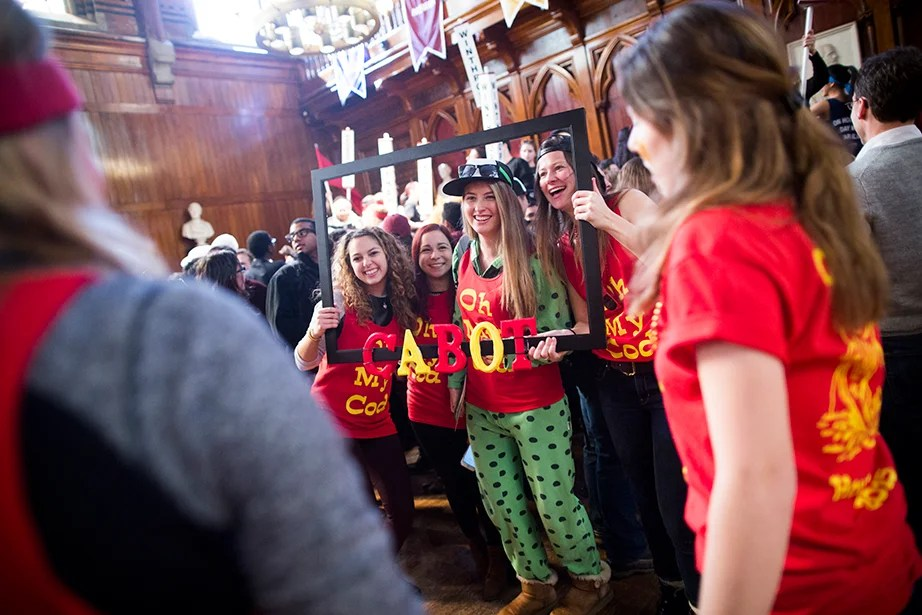 Cabot House students pose for a framed photograph. Stephanie Mitchell/Harvard Staff Photographer