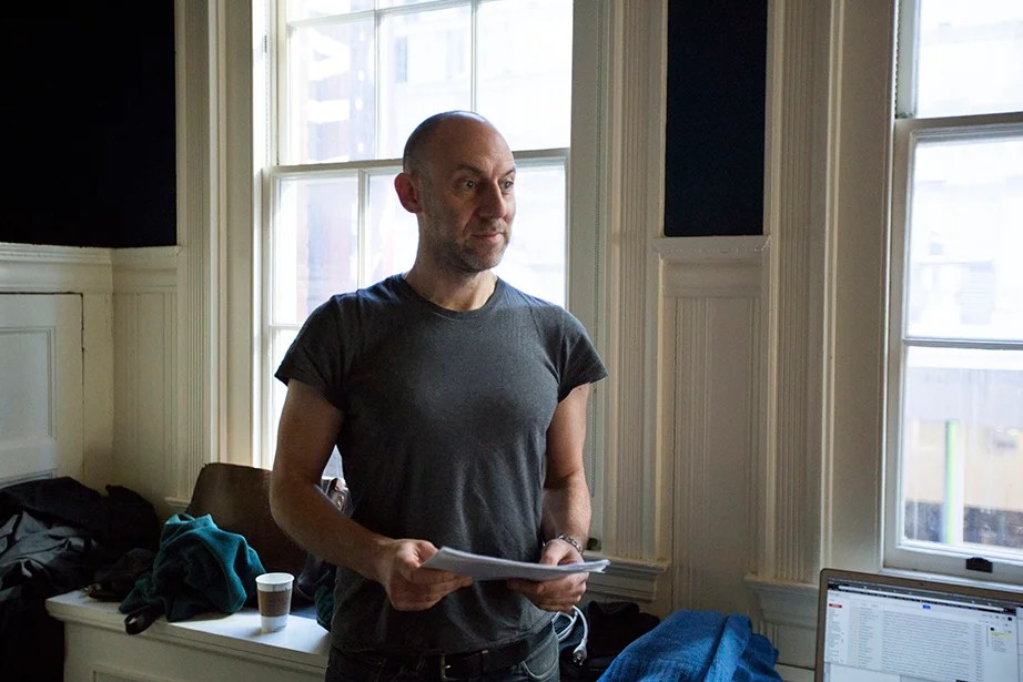 """David Levine teaches """"Dramatic Arts: Acting and Authenticity"""" in Harvard's Farkas Hall. Kris Snibbe/Harvard Staff Photographer"""