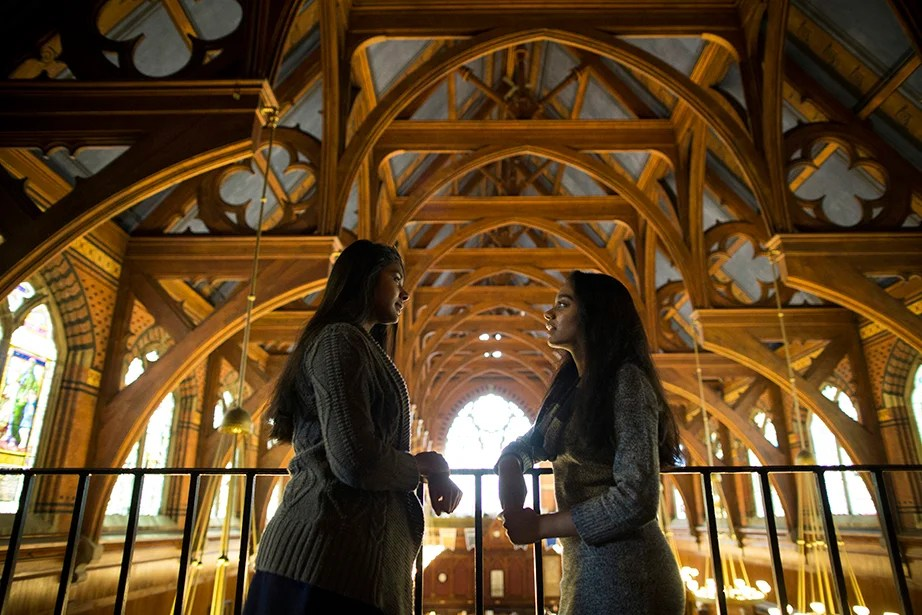 "Freshmen Anna (left) and Anne Raheem '19 arrived at Harvard from Tennessee delighted to experience their undergraduate years together. The fraternal twin sisters find it reassuring to know they have each other. ""If I was missing home, I would have a piece of home with me here,"" Anna says. Stephanie Mitchell/Harvard Staff Photographer"