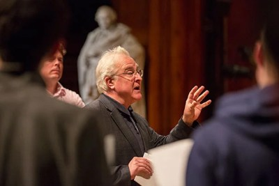 Pulitzer Prize-winning composer Paul Moravec '79 discusses his new piece, which was commissioned by the Harvard Glee Club and Radcliffe Choral Group. Photo by Sarah Silbiger