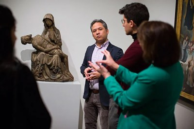 "David Odo (center), Harvard Art Museums' director of student programs, and Elizabeth Rider (right), assistant professor of pediatrics, discuss the sculpture ""Pieta."" Stephanie Mitchell/Harvard Staff Photographer"