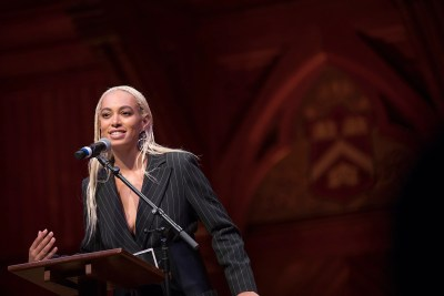 Harvard Foundation has named Grammy Award-winning recording artist, songwriter, and visual artist Solange Knowles as its artist of the year is  recognized at the annual award ceremony in Sanders Theatre.