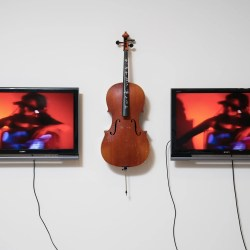 Harvard showcase for video-art pioneer Nam June Paik
