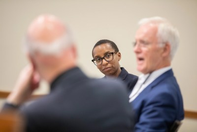 """Stephen Kosslyn (from left), Dean Claudine Gay, (center) and Sen. Bob Kerrey discuss educational practices and the science of learning during the HILT conference """"The Intentional University."""""""