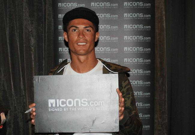 ronaldo-autograph-signing-session-icons.com