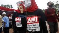 Pendukung Koalisi Aksi Menyelamatkan Indonesia saat menghadiri Deklarasi KAMI di Tugu Proklamasi, Jakarta, Selasa 18 Agustus 2020. Foto/SINDOnews/Isra Triansyah