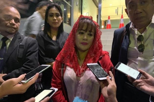 Ngaku Bisa Rasakan Kekuatan Ilahi, Dewi Tanjung Yakin Habib Rizieq dan Novel Baswedan Kena Azab pada 2021-2022