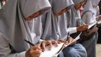 Kemdikbud: Aturan Wajib Siswa Pakai Jilbab Tak Akan Tumbuhkan Kesadaran