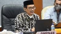 Bikin Gaduh Nasional, DPR Minta SKB 3 Menteri soal Seragam Segera Dicabut
