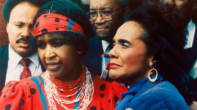 Winnie Madikizela-Mandela with the widow of Martin Luther King Jr in 1986.