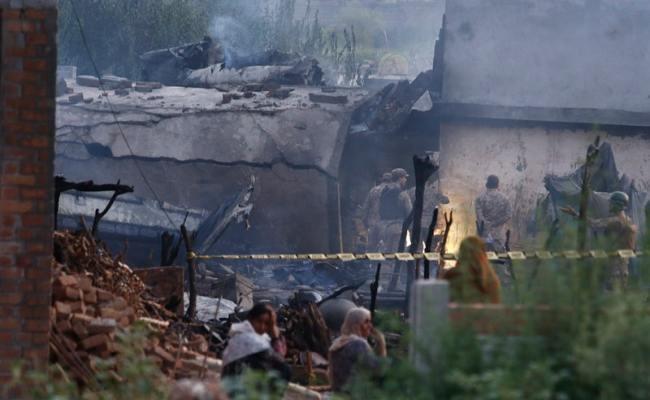 At Least 18 Killed In Pakistan Plane Crash Itv News