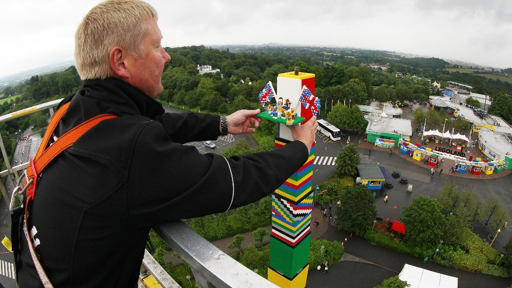 Worlds Tallest Lego Tower Unveiled London ITV News