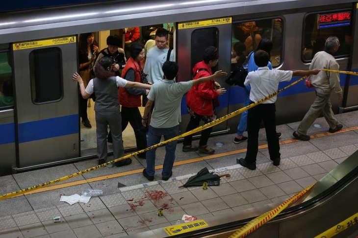 Молодой тайванец зарезал 4-ех человек и ранил 21-го в метро Тайбэя