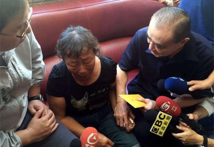 Министр обороны Тайваня лично извинился перед семьей погибшего