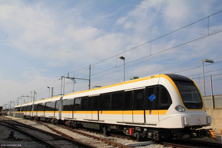 circular-line-train