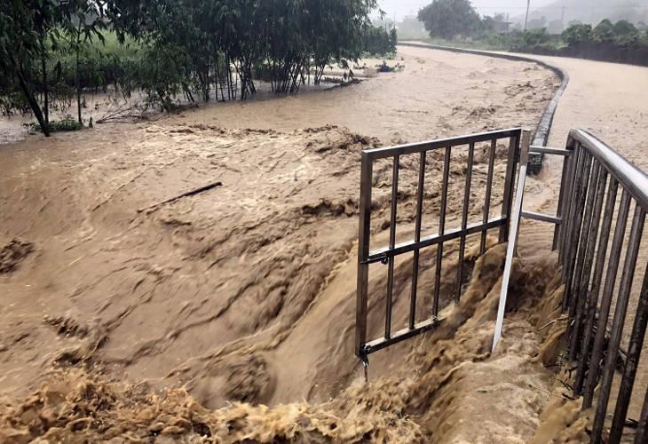 Вузы и школы отменяют занятия из-за проливных дождей