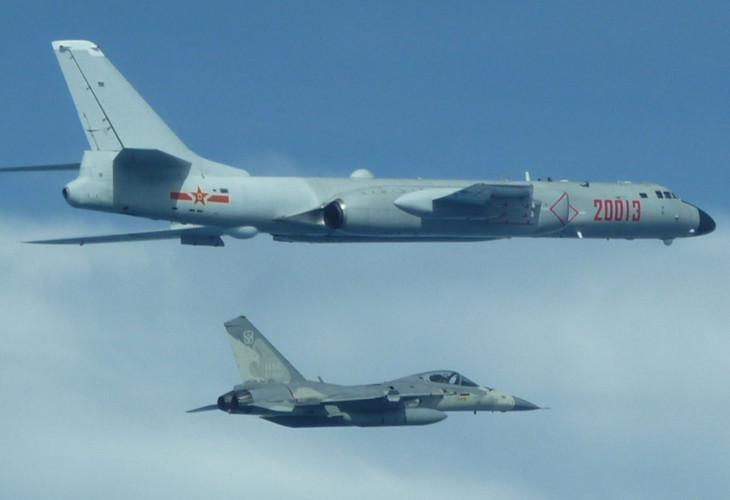 Китайские бомбардировщики вторглись в воздушное пространство Тайваня