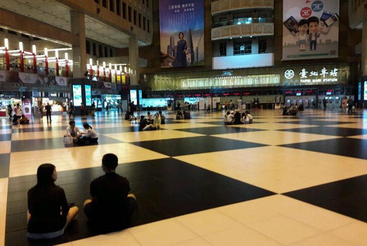 Форс-мажор на железнодорожной станции в центре Тайбэя