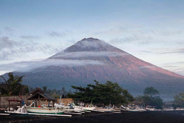 Вулкан Агунг Бали. Агунг Бали. Оранжевый уровень опасности