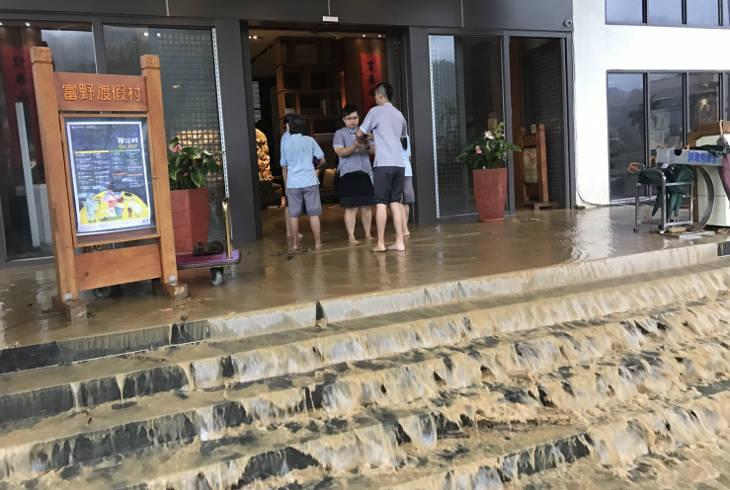 Тропический шторм Ханун стал причиной оползней на Тайване