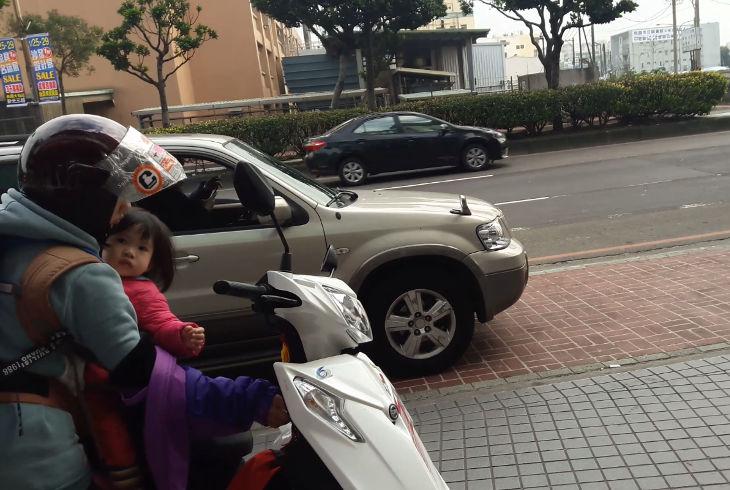 Реакция тайваньских полицейских на правонарушение (видео)