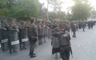 military outside unah