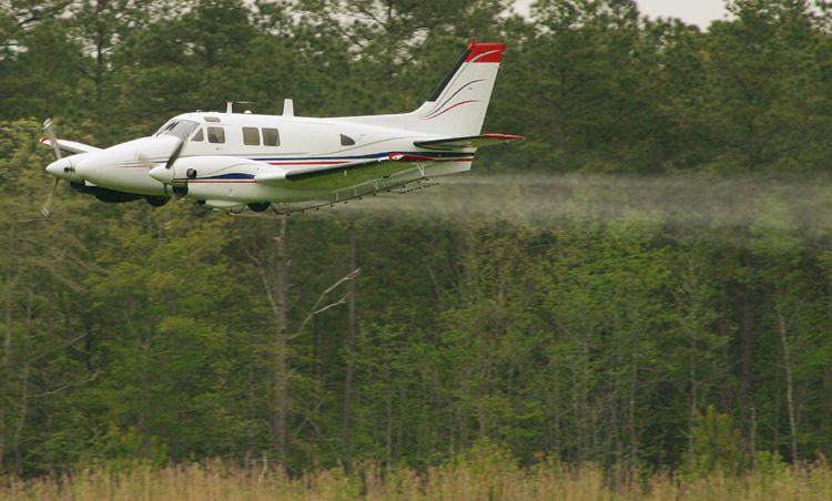 https://i0.wp.com/news.maryland.gov/mda/wp-content/uploads/sites/5/2014/06/mosquito-plane-jeff-moreland1.jpg