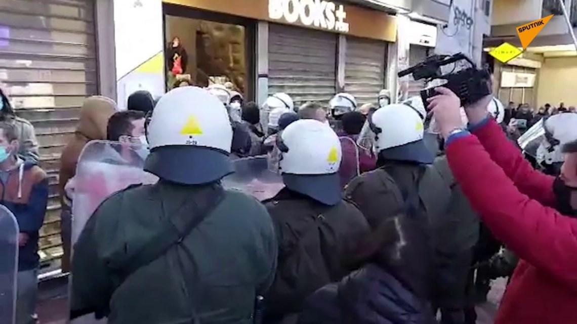 Μικροένταση με διαδηλωτές για τον Κουφοντίνα
