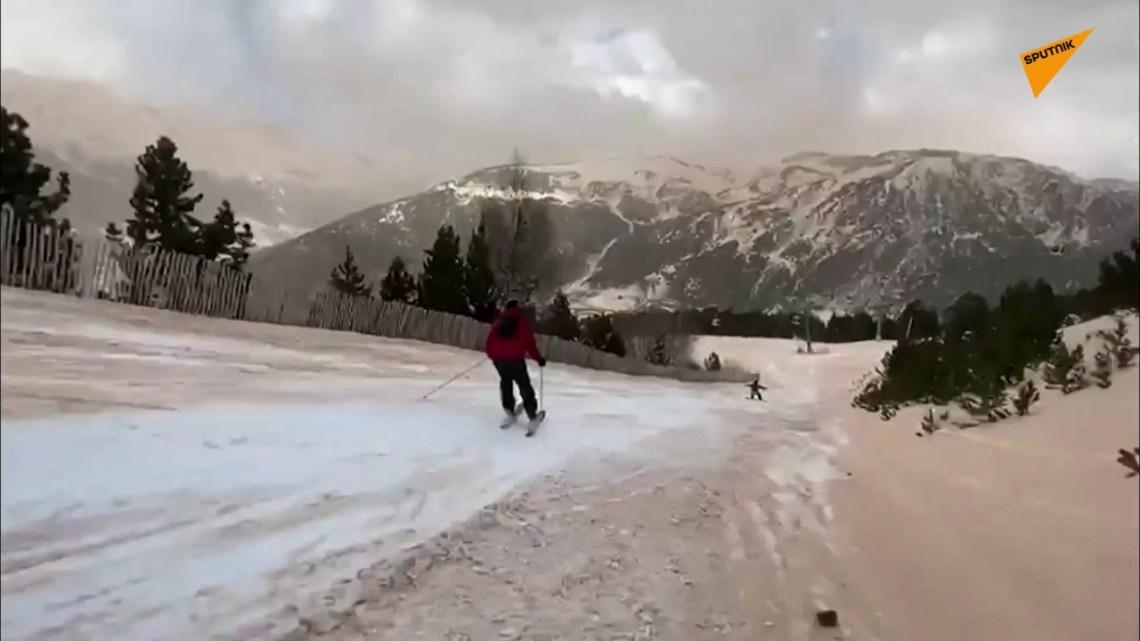 Χιόνι στη Σαχάρα ή άμμος στο χιονοδρομικό; Σκι σε μια… καφέ πίστα!