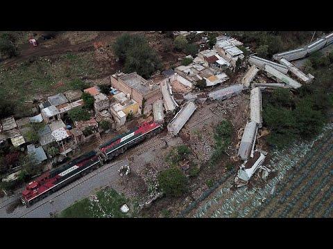 Μεξικό: Τρένο εκτροχιάστηκε και έπεσε σε σπίτια