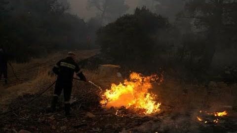 Αττική: Πυρκαγιά σε δύο μέτωπα στην περιοχή της Νέας Μάκρης…