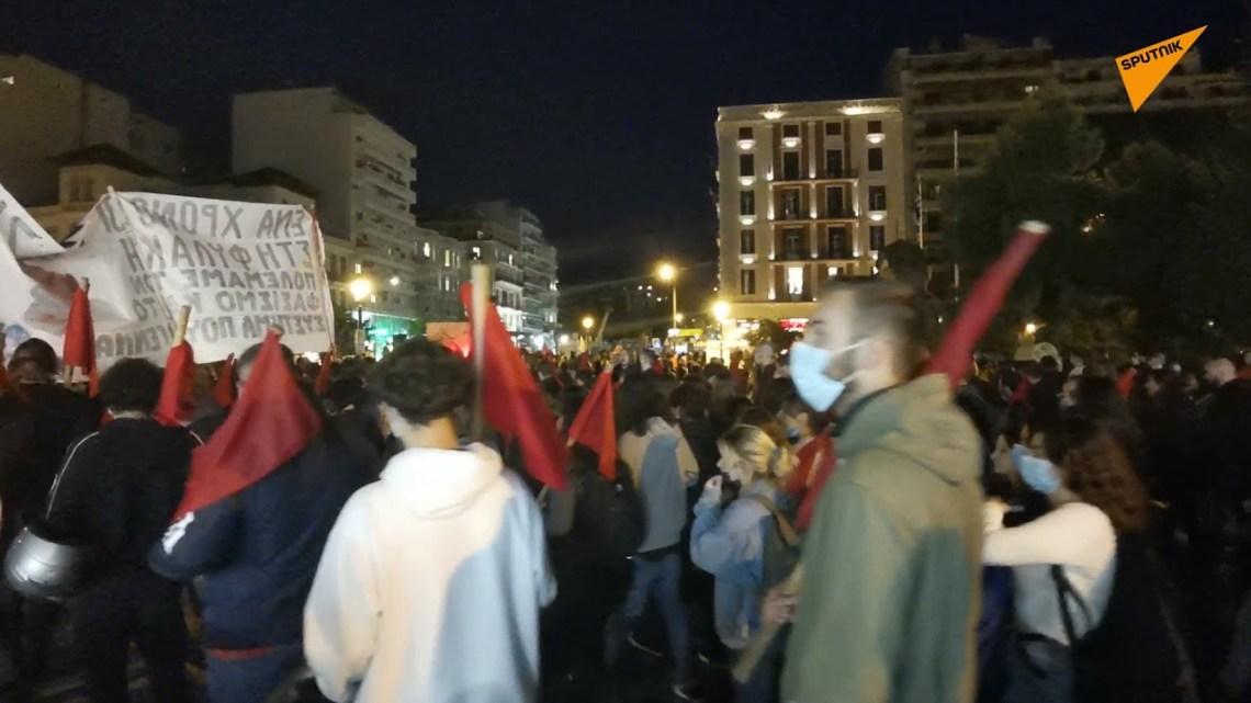 Πλήθος κόσμου στην αντιφασιστική πορεία – συναυλία στη Θεσσαλονίκη