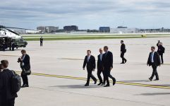 Obama and Emanuel walk off runway