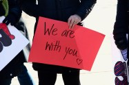 Signs of support from community members of Oak Park (Giulia Petroni/MEDILL)