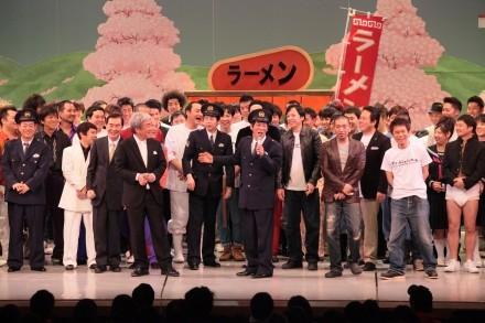 ダウンタウンは歌い踴り,さんまは大暴走!? 吉本100周年初日「伝説の一日」 | マイナビニュース