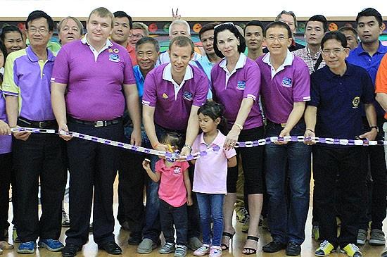 สโมสรไลออนส์ภูเก็ตเพิร์ล จัดกิจกรรมการกุศลของโบว์ลิ่งแข่งขัน หารายได้สมทบทุนช่วยเหลือเด็กที่ยากไร้