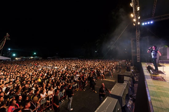 """ขาร็อคห้าพันคนร่วมชม """"ลากูน่าภูเก็ต พรีเซ็นต์ บอดี้สแลม แชริตี้คอนเสิร์ต 2015"""""""