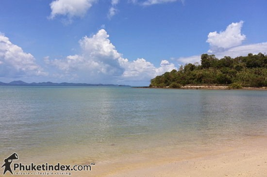 Phuket Beach Model :  1 หาด 1 ประกาศ 1 แผนที่  มีหลักเขตและ 1 องค์กรดูแล