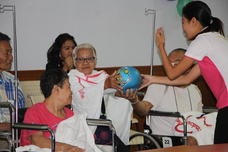 โรงพยาบาล อบจ.ภูเก็ต จัดโครงการฝึกอบรมเชิงปฏิบัติการดนตรีบำบัด ประจำปี2560 เพื่อฟื้นฟูจิตใจและส่งเสริมพัฒนาการผู้ป่วย
