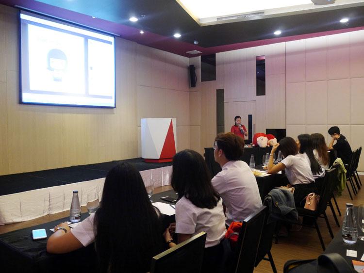 คณะอาจารย์และนักศึกษาคณะนิเทศศาสตร์ หลักสูตรวิชาประชาสัมพันธ์ มหาวิทยาลัยวลัยลักษณ์ เยี่ยมชมศึกษาดูงานประชาสัมพันธ์และการตลาดโรงแรมสลีพวิธมี ดีไซน์โฮเทล แอท ป่าตอง