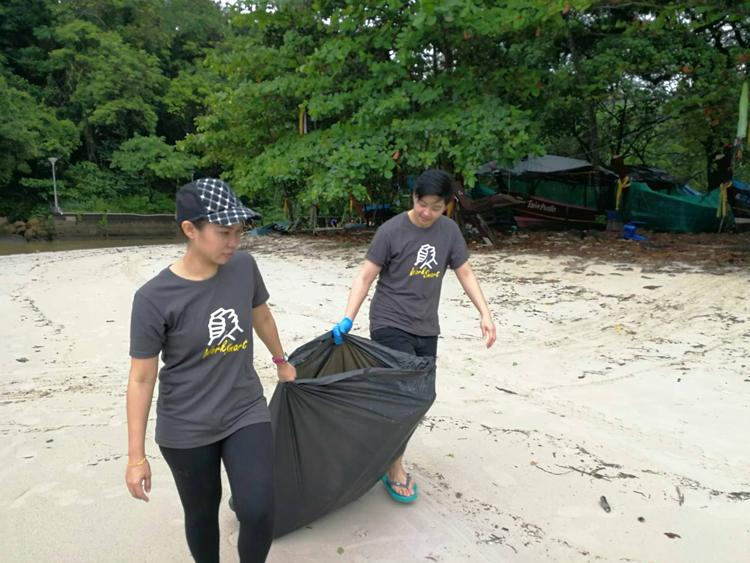 AKSARA Collection ร่วมกับ Clean the beach boot camp จัดกิจกรรมทำความสะอาดชายหาดกะตะเนื่องในวันเก็บขยะโลก