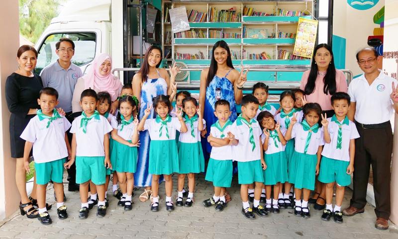 นิโคลีน – แพรว ฉลองปีใหม่ที่ภูเก็ต พร้อมร่วมกิจกรรมกับเด็กๆ ณ โรงเรียนอนุบาลลากูน่า